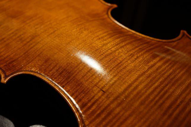 バイオリン 製作 ニス